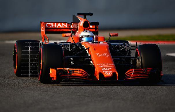 El MCL32 de Alonso se estrenó en Montmeló.