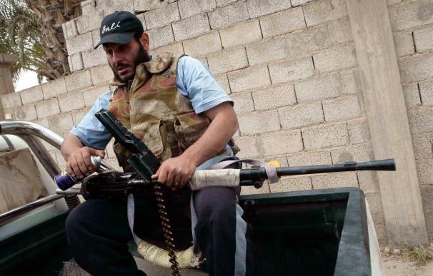 Gadafi sigue la guerra sobre el terreno mientras ofrece negociar