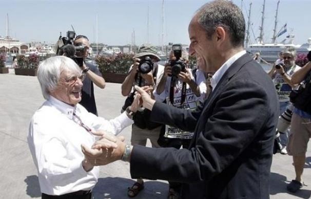 El expresident Francisco Camps saluda a Bernie Ecclestone
