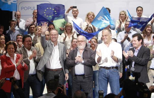 """Cañete dice que Aznar negoció el máximo poder de España en UE y Zapatero lo entregó por """"un plato de lentejas"""""""