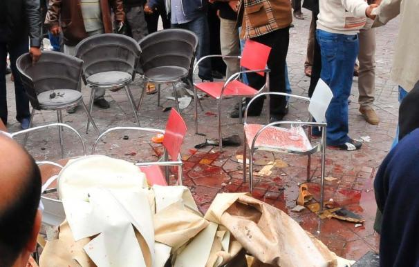 La Policía científica española examina el lugar del atentado en Marraquech