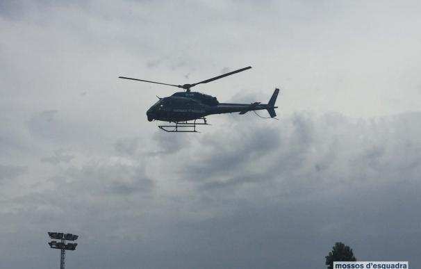 Denunciados dos menores por deslumbrar al helicóptero de los Mossos con un haz de luz