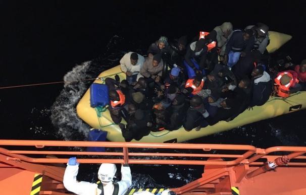(Resumen) Trasladadas a las costas andaluzas más de 100 personas rescatadas de cinco pateras