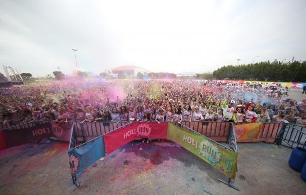 La segunda edición de la Holi Run de Málaga congrega a más de 10.000 personas