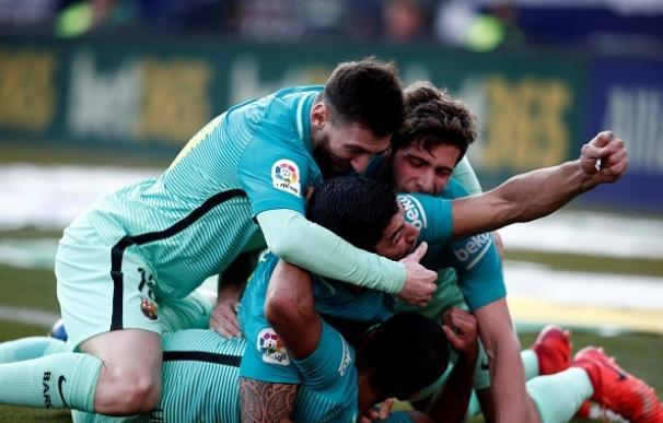 El Barça gana de rebote (1-2) a un triste Atlético y sigue en la lucha por LaLiga