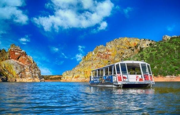 Un barco turístico surcará el Tajo en su recorrido por la reserva de la biosfera de Monfragüe esta primavera