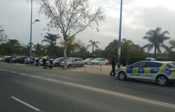 La campaña contra aparcamiento indebido en Cartuja deja 128 expedientes sancionadores y 12 vehículos retirados