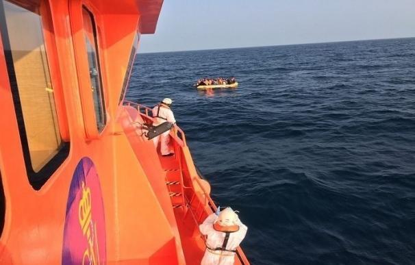 Rescatados 26 subsaharianos de una de las pateras que se buscaban y localizadas otras tres en Mar de Alborán