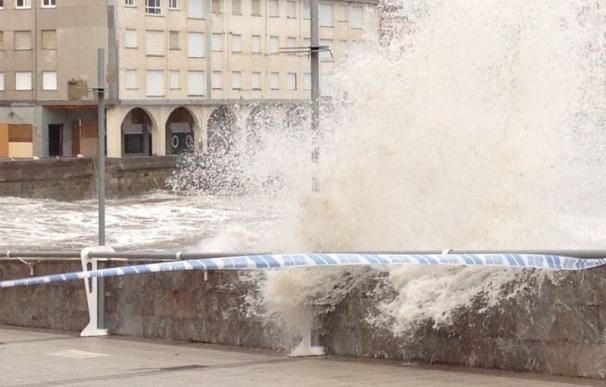 La Aemet activa para este lunes el aviso naranja en Asturias por fenómenos costeros adversos