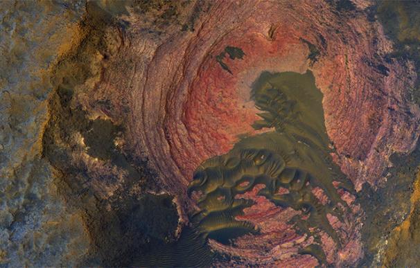La NASA publica una llamativa imagen de Marte: ¿hay vegetación?