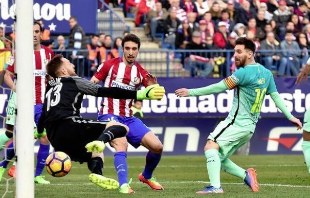 Messi marcó ante el Atlético el 1-2 y permite al Barça seguir vivo en La Liga.
