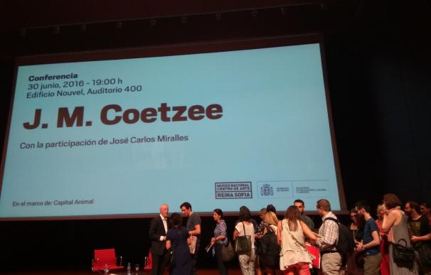"""El Nobel Coetzee denuncia la crueldad del hombre con los animales: """"Ni siquiera se les concede el derecho a la vida"""""""