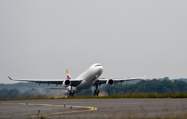 El Principado recuerda a los pasajeros que tienen derecho a indemnizaciones por retrasos en vuelos