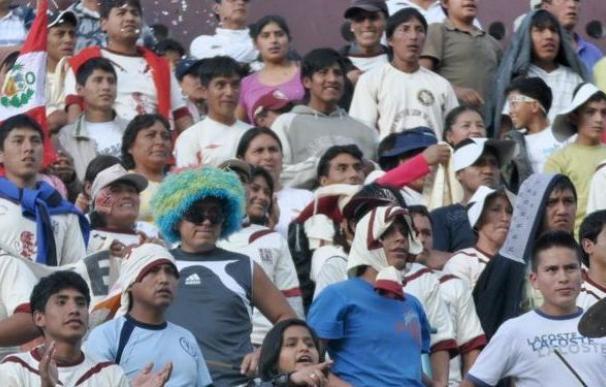 Prohiben ir con pancartas, banderolas y caras pintadas a estadios en Perú