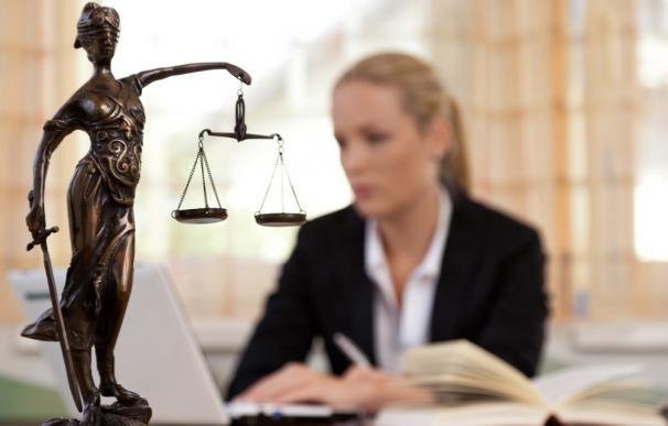 Acuerdo entre UNIR y la Asociación Europea de Arbitraje para usar un simulador del examen de acceso a Abogacía