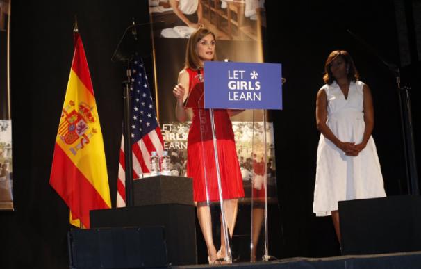 Michelle Obama pide a las jóvenes españolas que estudien y trabajen para cambiar el mundo