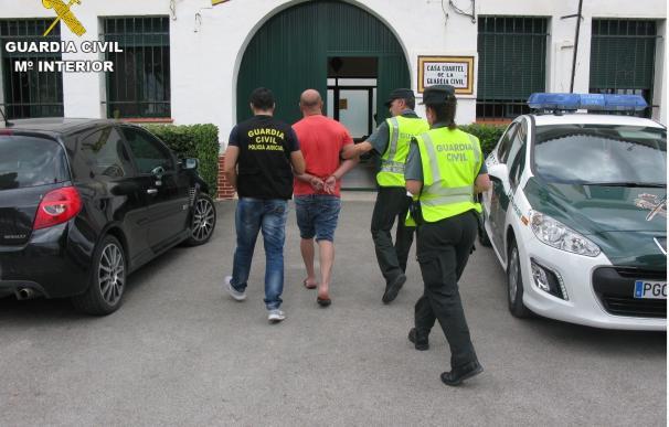 Detenidos dos hombres acusados de obligar a ejercer la prostitución a dos mujeres
