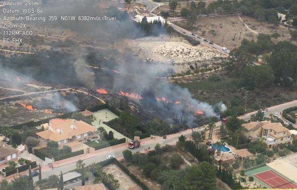 Servicios del Plan Infomur tratan de extinguir un incendio declarado en la Alcayna (Molina de Segura)