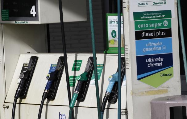 El precio antes de impuestos del gasóleo aumenta un 9% en mayo y el de la gasolina un 4,4%