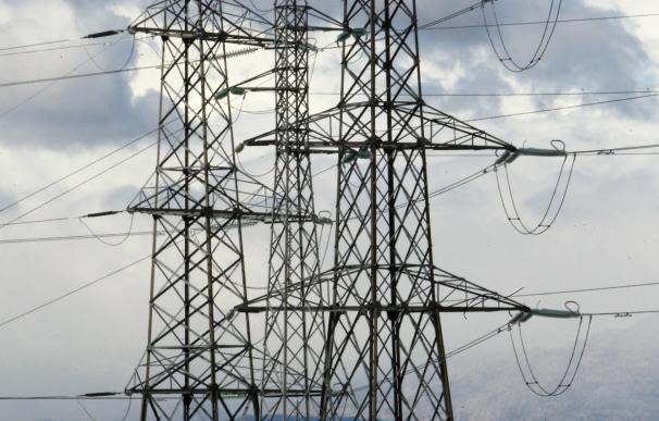 La demanda de electricidad cae un 1% en junio