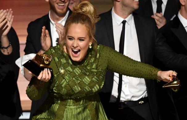 Adele arrasa en los Grammy