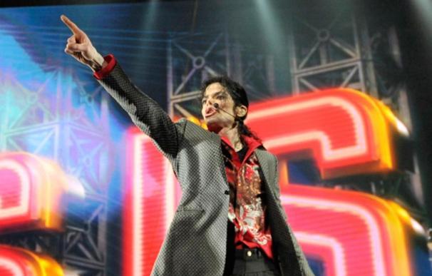 La última mascarilla usada por Michael Jackson se pone a subasta