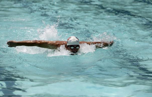 Michael Phelps sorprende con su vuelta a la piscina