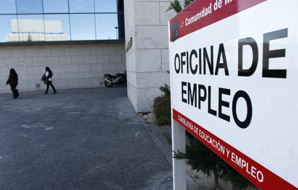 España bate su récord de paro, con 5,6 millones de desempleados