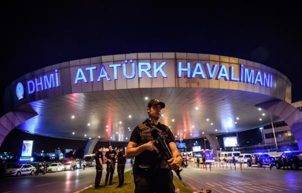 Las dramáticas imágenes del atentado en el aeropuerto de Ataturk en Estambul