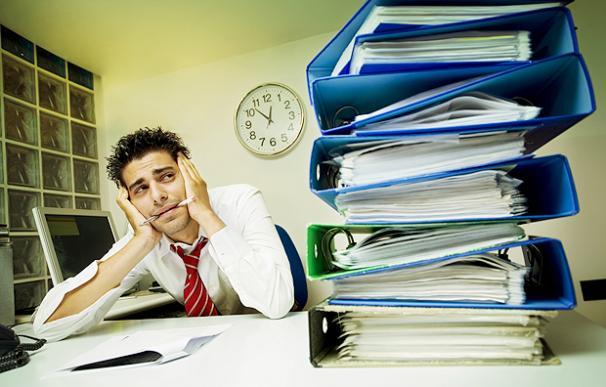 Estrés, acoso, inseguridad... la crisis acentúa los riesgos laborales invisibles