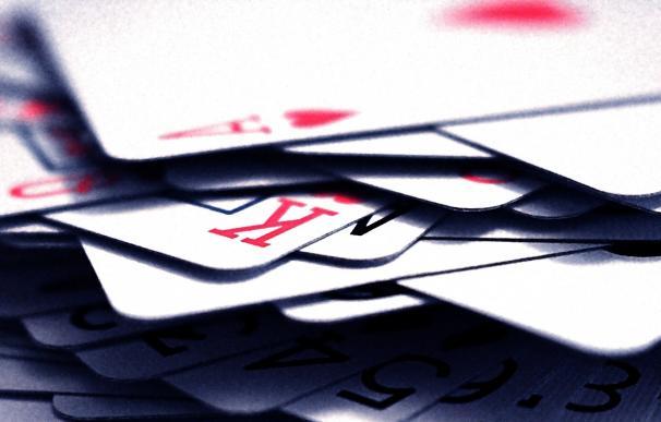 La rehabilitación con juegos de cartas puede ayudar a recuperar habilidades motoras tras un ictus