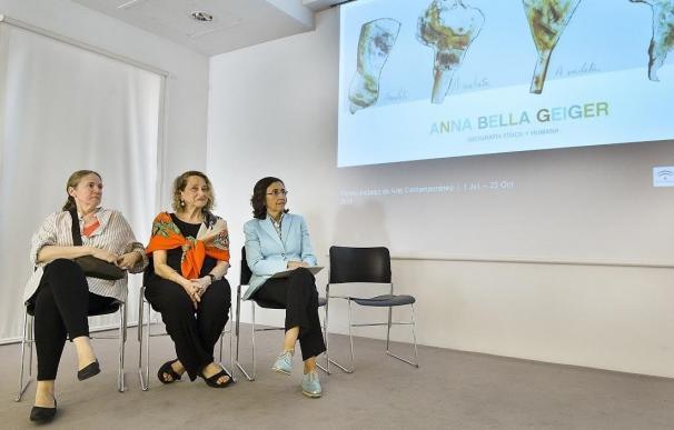 Aguilar elogia el trabajo de la artista Anna Bella Geiger al dar visibilidad a las mujeres creadoras