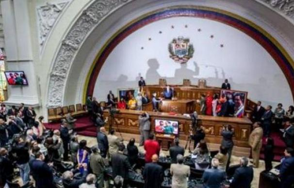 Los chavistas buscan una coartada jurídica para poder echar a la oposición de la Asamblea