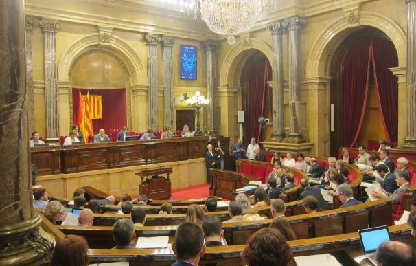 El Parlamento catalán rechaza una ley de C's para limitar los deberes escolares