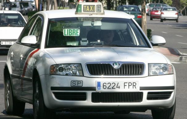 El Ayuntamiento aprueba un Plan del Taxi que incluye instalar paradas adiciones y carruseles en eventos especiales