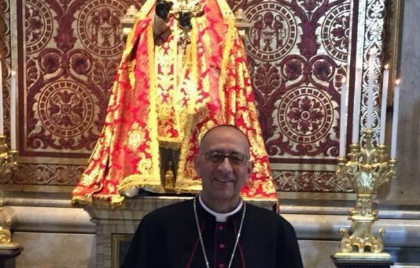 El Papa entrega el palio de arzobispo metropolitano a Juan José Omella