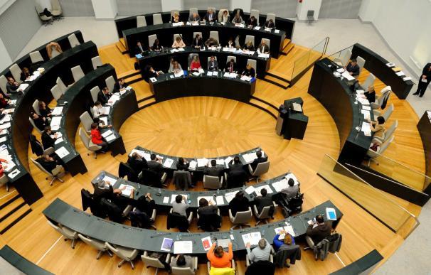 El Pleno comienza con un minuto de silencio por los atentados de Estambul