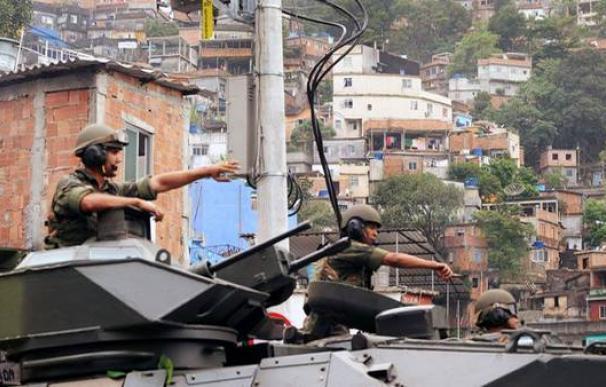 Militares en una favela de Río de Janeiro.