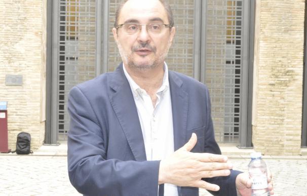 Lambán dice que el PSOE debe estar en la oposición y no apoyar la investidura de Rajoy