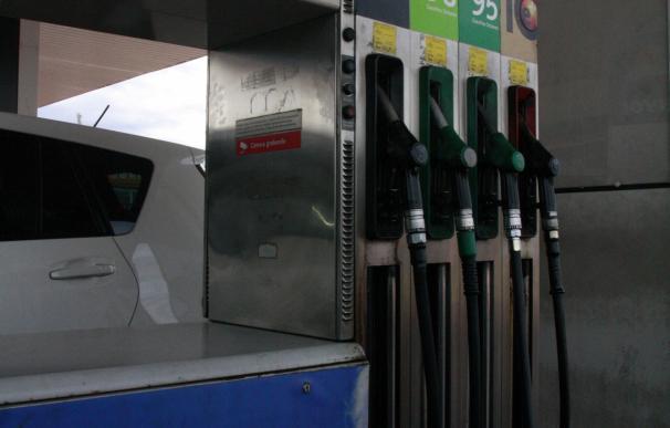 El IPC interanual sube dos décimas en junio, hasta el -0,8%, por la luz y la gasolina