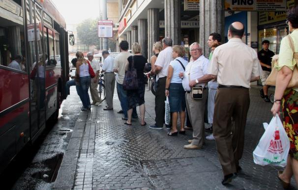 La Cámara pide, solo con el voto del PP, que los menores viajen gratis en las ciudades gallegas con bus urbano