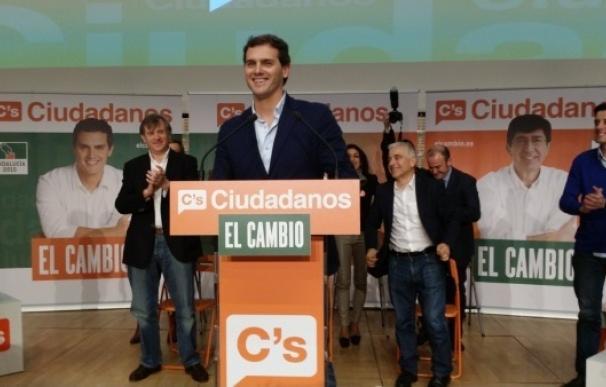 """Albert Rivera dice que C's resta posibilidades al """"pacto por la decadencia"""" del PP y PSOE"""