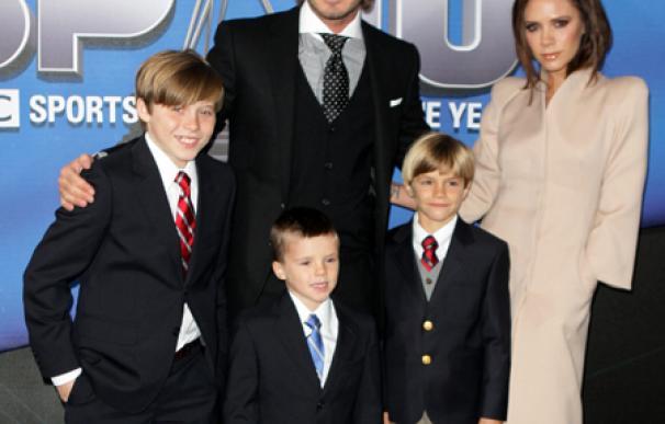 Los Beckham hacen moldes de oro con las manos y los pies de su hija