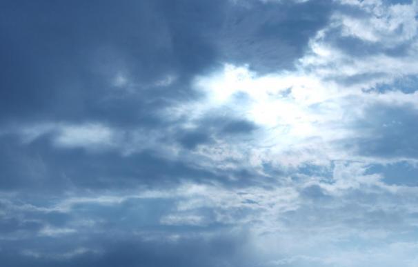 Canarias presenta este domingo cielos nubosos sin que se descarte alguna lluvia débil