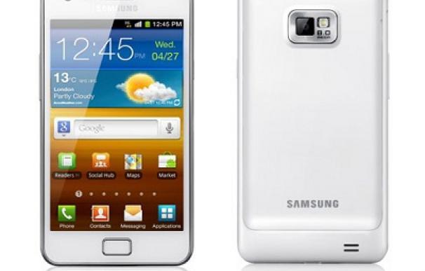 Samsung Galaxy S II en blanco, el enemigo de iPhone