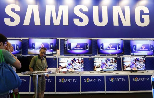 """Samsung firma un pobre 2014 desbordado por Apple y los """"smartphone"""" chinos"""