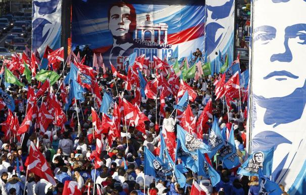 Unos 15.000 jóvenes pro Kremlim celebran la victoria de Rusia Unida