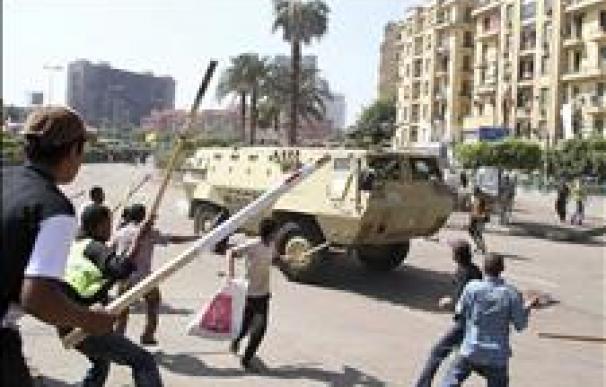 El Ejército egipcio desaloja por la fuerza a los últimos manifestantes de la plaza Tahrir