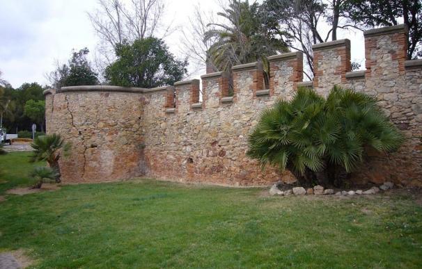 La Diputación de Barcelona proyecta la reparación del muro del castillo de Castelldefels