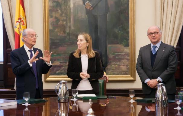 El libro 'Homenaje Universal al Idioma Español' llega al Congreso tras ser entregado al Papa y jefes de Estado hispanos